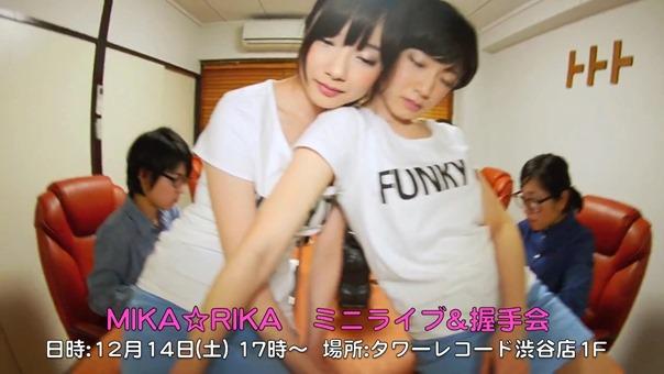 MIKA☆RIKA 「FUNKY OL ~仕事したくないよ~」リリース記念ミニライブ&握手会 - YouTube.mp4 - 00010