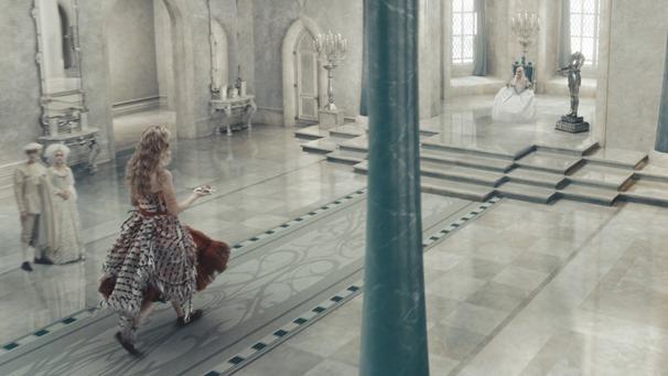 Alice.in.Wonderland.2010.1080p.BluRay.DTS.x264-ESiR.mkv - 00035