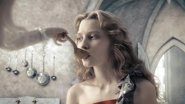 Alice.in.Wonderland.2010.1080p.BluRay.DTS.x264-ESiR.mkv - 00110