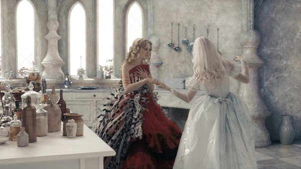 Alice.in.Wonderland.2010.1080p.BluRay.DTS.x264-ESiR.mkv - 00127