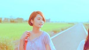 楊丞琳 曬焦的一雙耳朵 MV (HQ官方完整版) - YouTube.mp4 - 00003