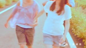 楊丞琳 曬焦的一雙耳朵 MV (HQ官方完整版) - YouTube.mp4 - 00009