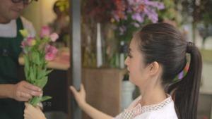 楊丞琳Rainie Yang - 其實我們值得幸福 (Official HD MV) - YouTube_2.mp4 - 00044