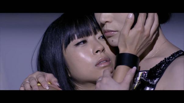 宇多田ヒカル - 二時間だけのバカンス featuring 椎名林檎 - YouTube.MKV - 00052