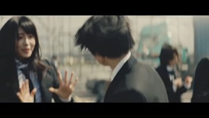 欅坂46 MECHAKARI CM 風に吹かれても篇 15秒 30秒ver 平手友梨奈 眼鏡スーツ姿でダンス Keyakizaka46 - YouTube.MKV - 00004