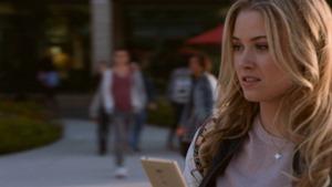 Marvels.Runaways.S01E01.Reunion.1080p.Hulu.WEB-DL.AAC2.0.H.264-QOQ.mkv - 00004
